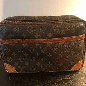 Louis Vuitton Bags - Louis Vuitton Reporter Messenger Bag